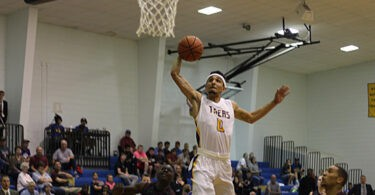 pic-mensbasketball-bethelcollege-oct